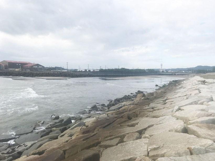 大原海水浴場の南側にある塩田川と上塩田川