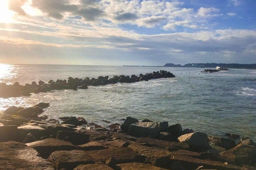 大原海水浴場方向にあたる突堤から右側の風景